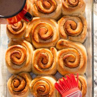 glazing cinnamon buns