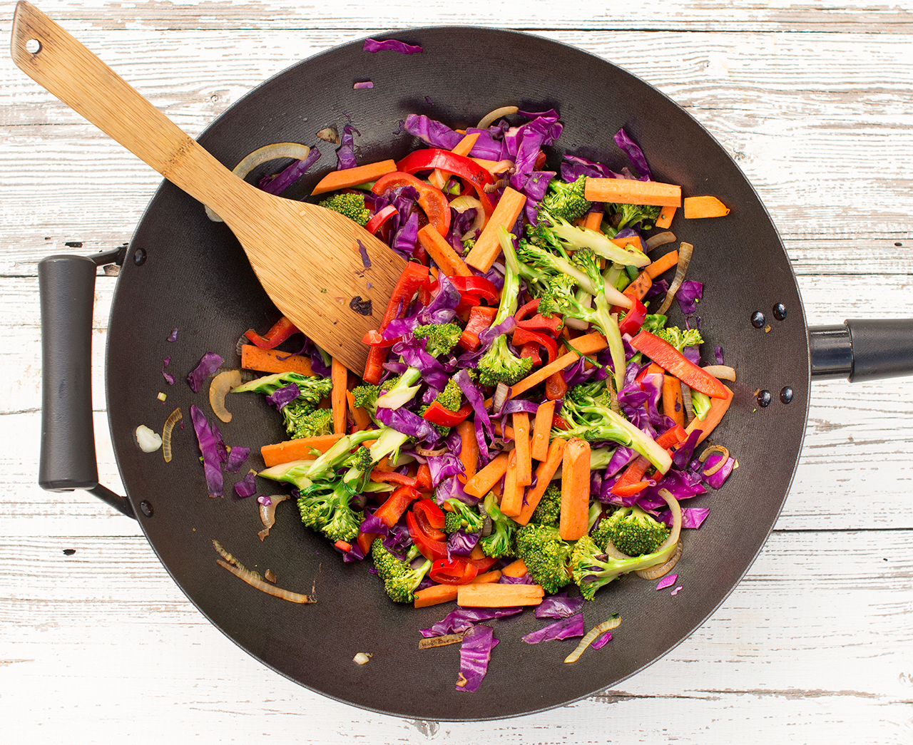 tęczowe warzywa z woka