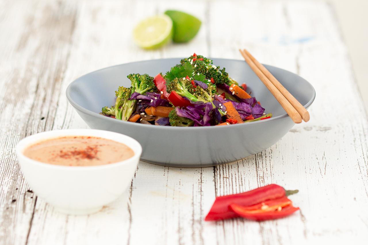 tęczowe warzywa z woka sposób podania