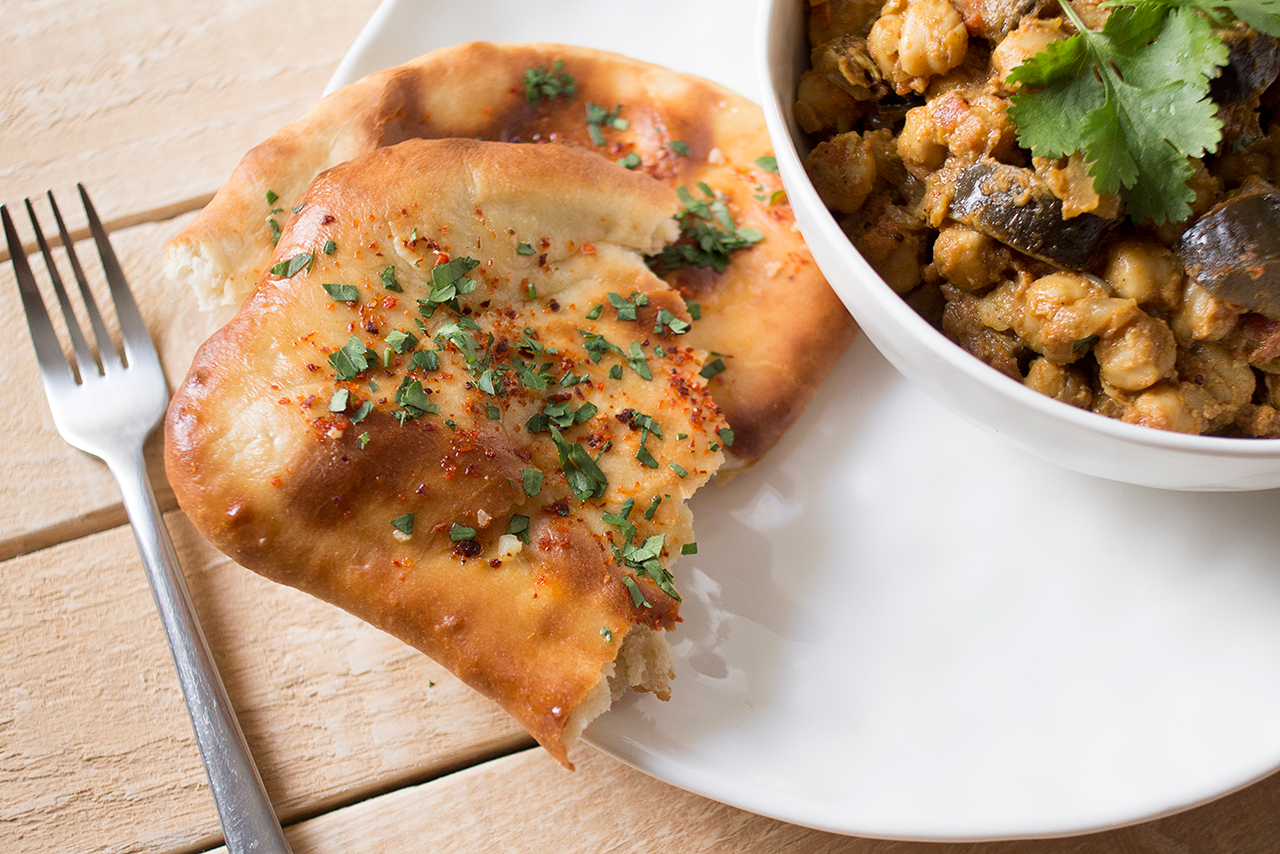 chleb naan curry