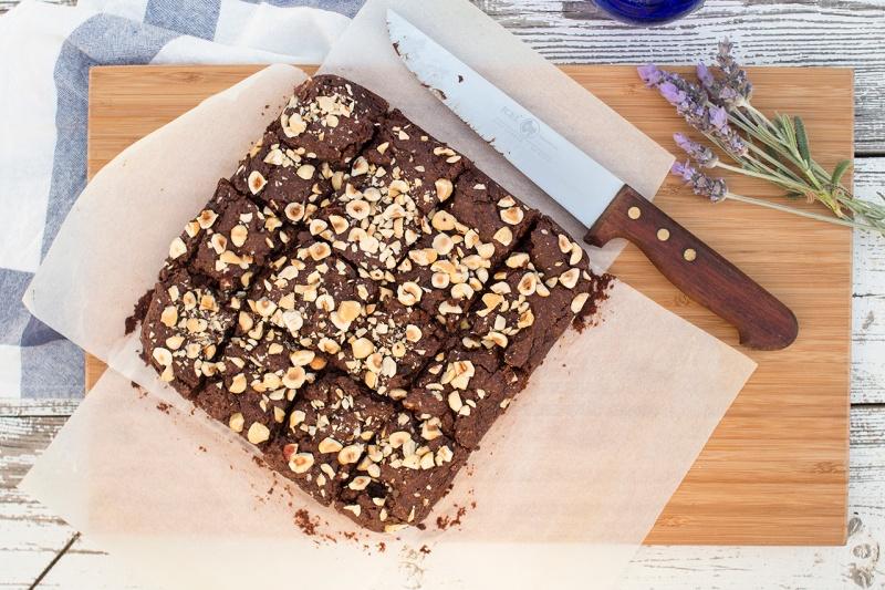 vegan hazelnut brownie cutting