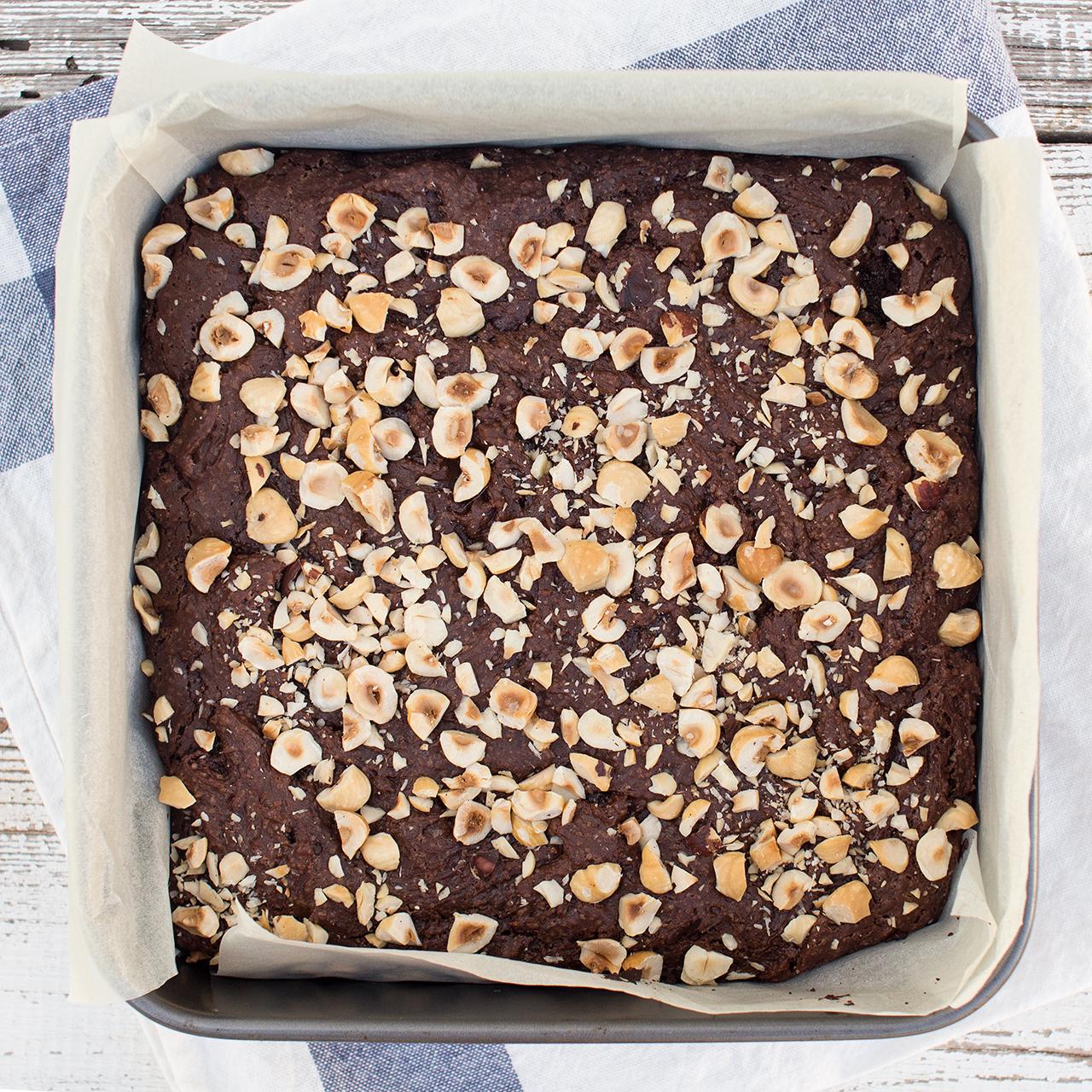 wegańskie brownie orzechowe w formie