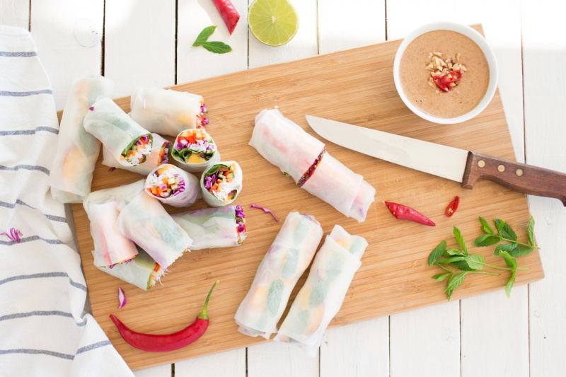 peach vegan rolls cutting