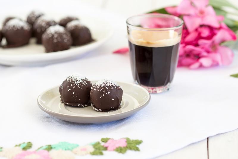 vegan coconut truffles with rum and espresso