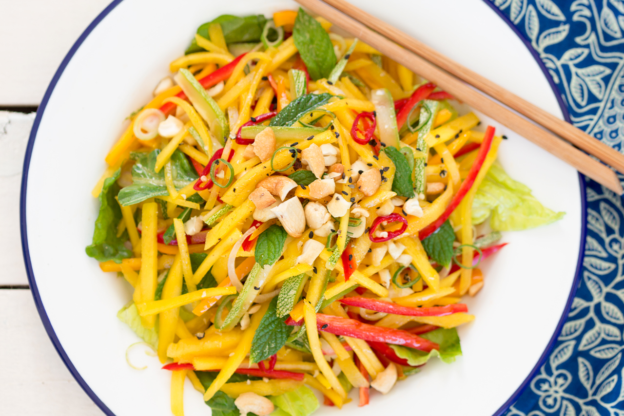 tajska sałatka z mango z bliska