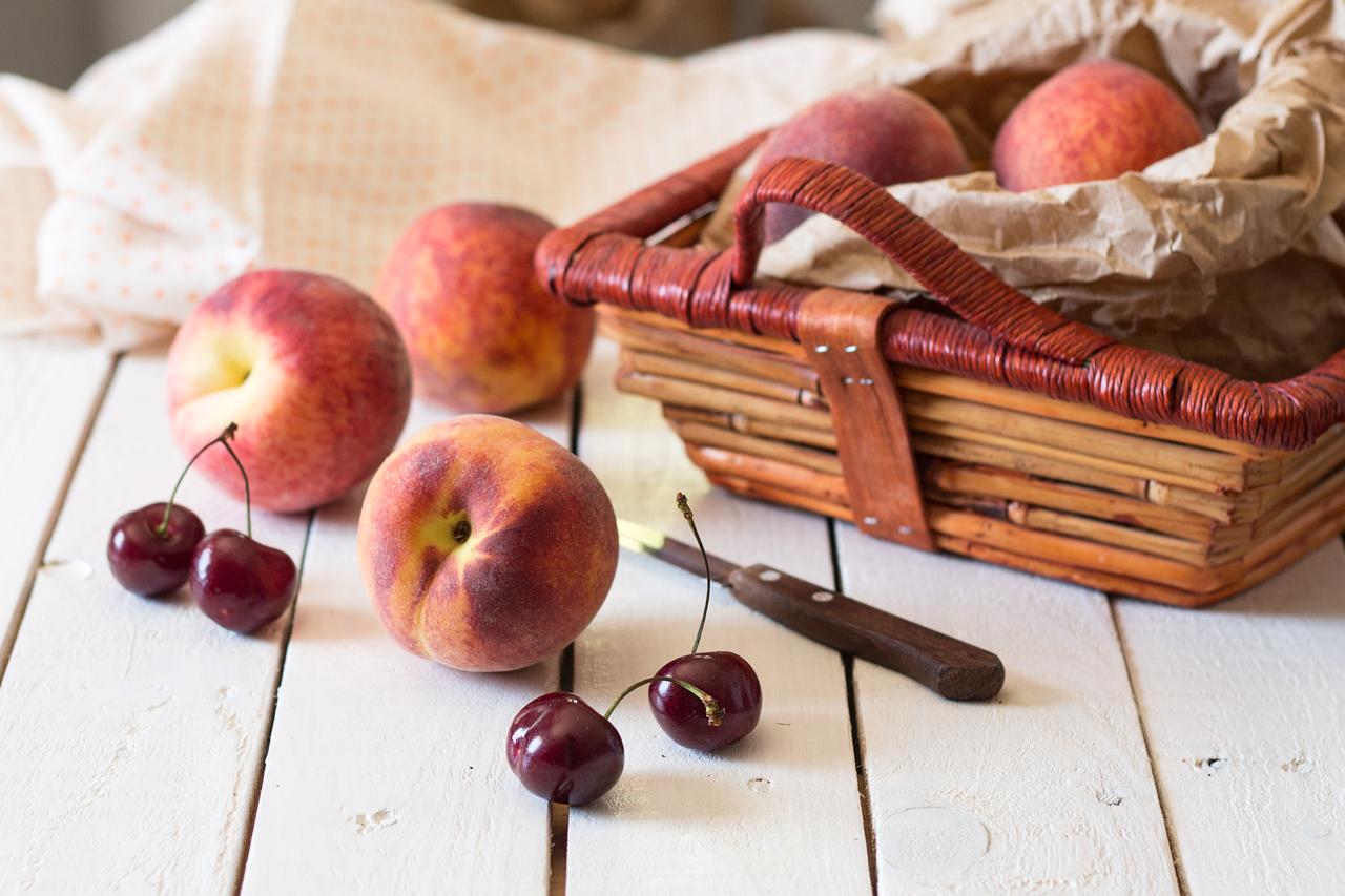 wegańskie naleśniki owoce