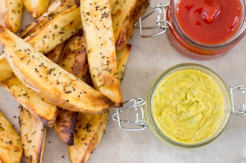 potato wedges plus condiments