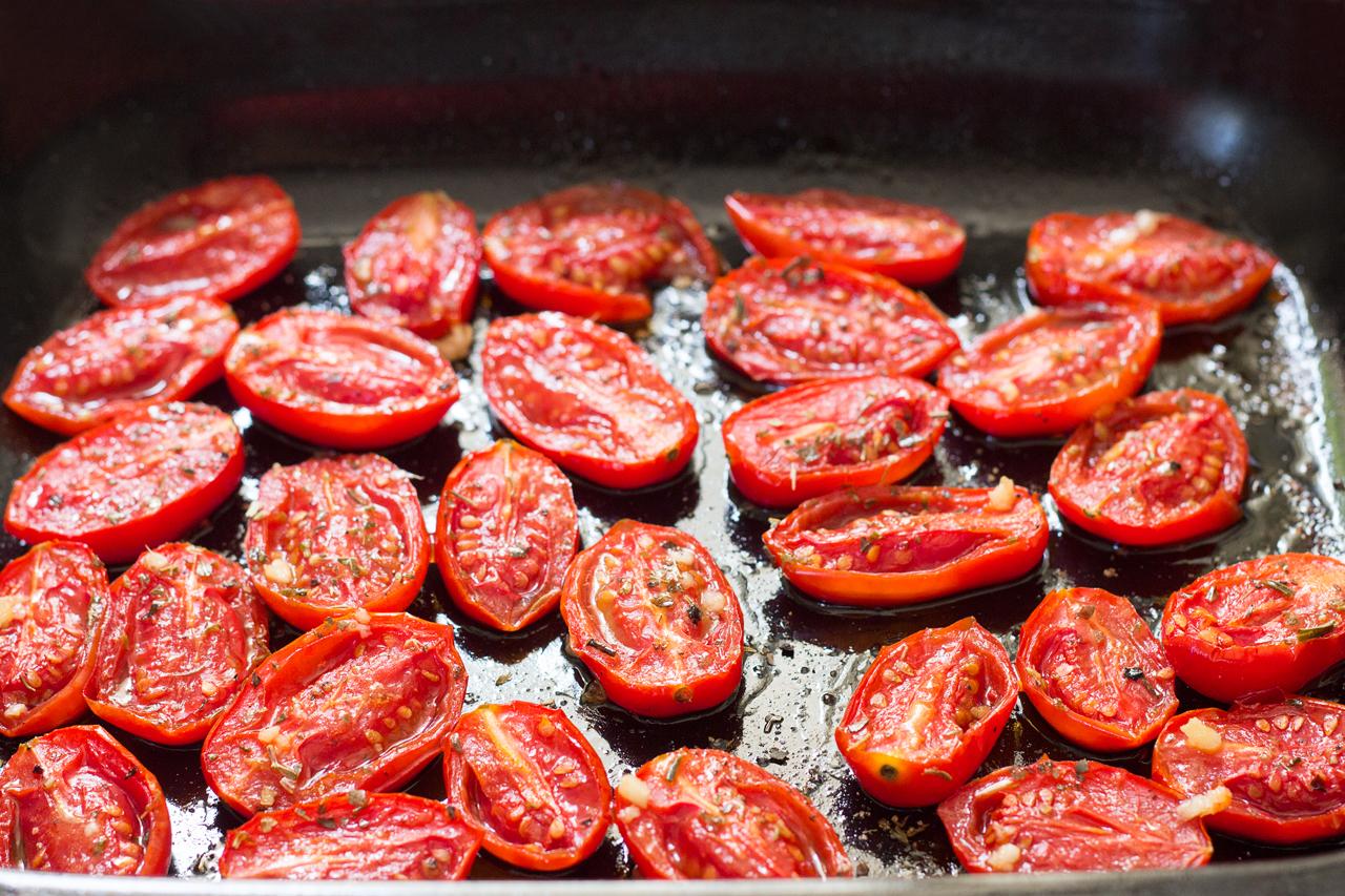 zapiekane czosnkowe pomidorki