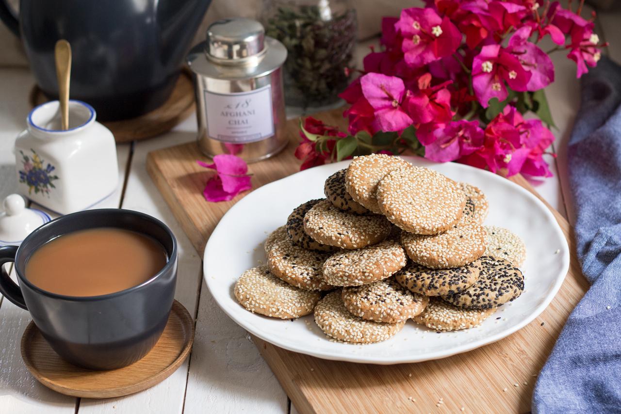 vegan tahini cookies tea