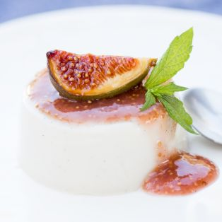 vegan panna cotta with figs side view