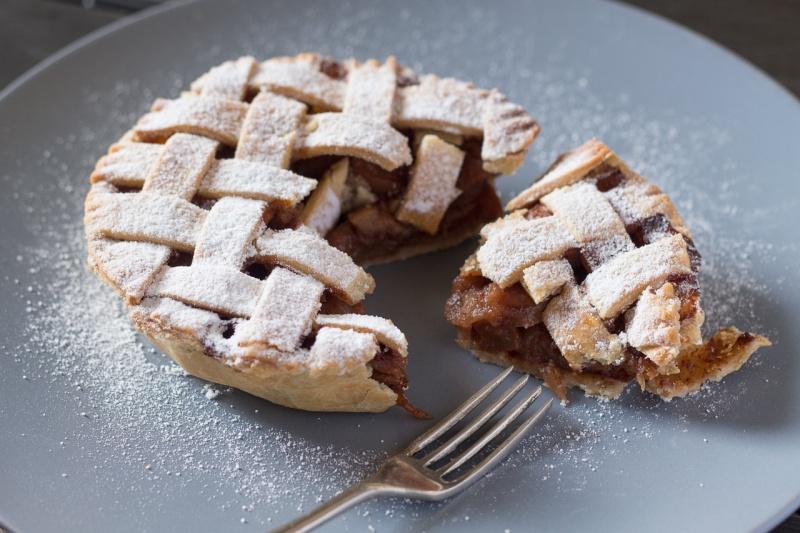 lattice apple pie cut open