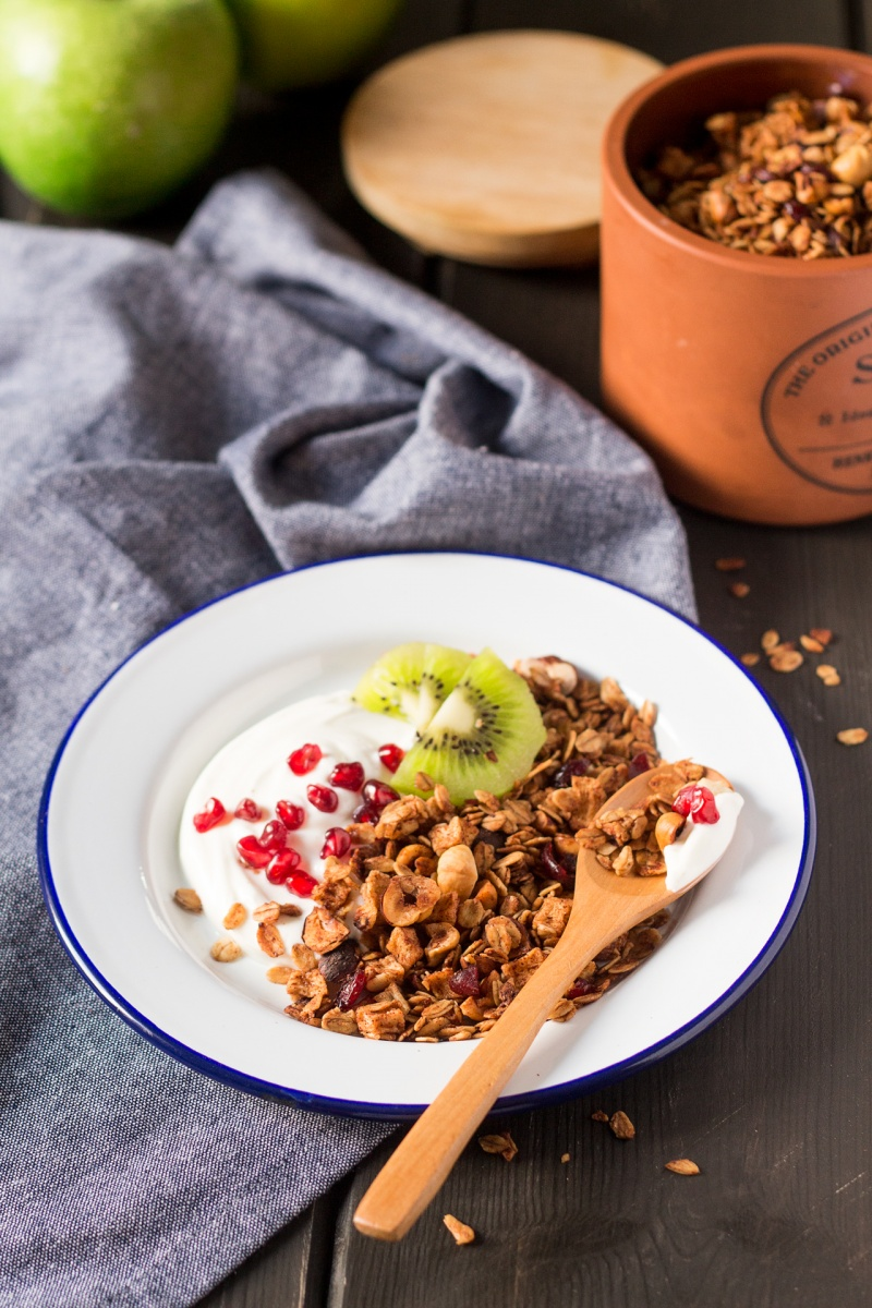 apple low fat granola breakfast