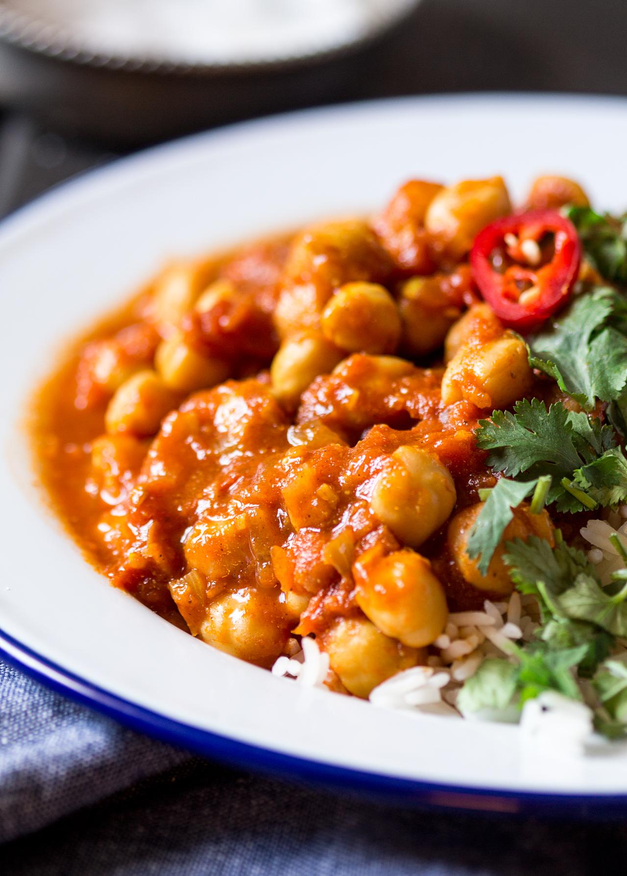 chana masala indyjskie curry z cieciorką z bliska