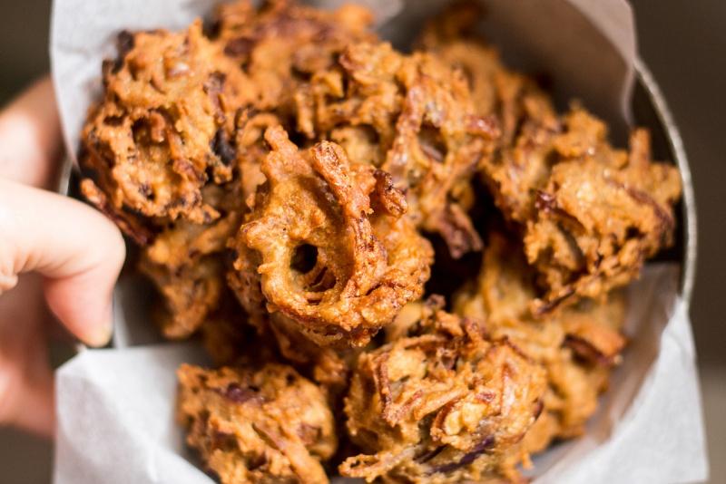 easy onion bhajis close up