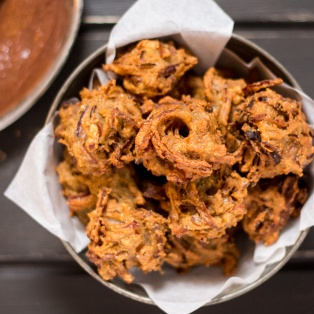 onion bhajis with date chutney top down
