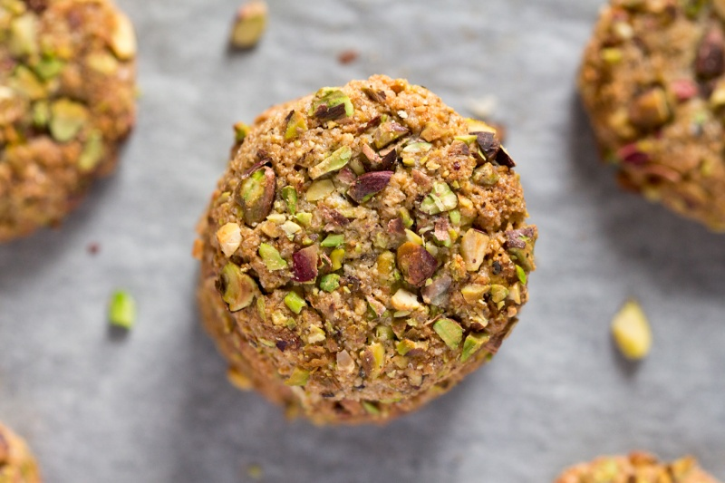 vegan flourless pistachio cookies close up