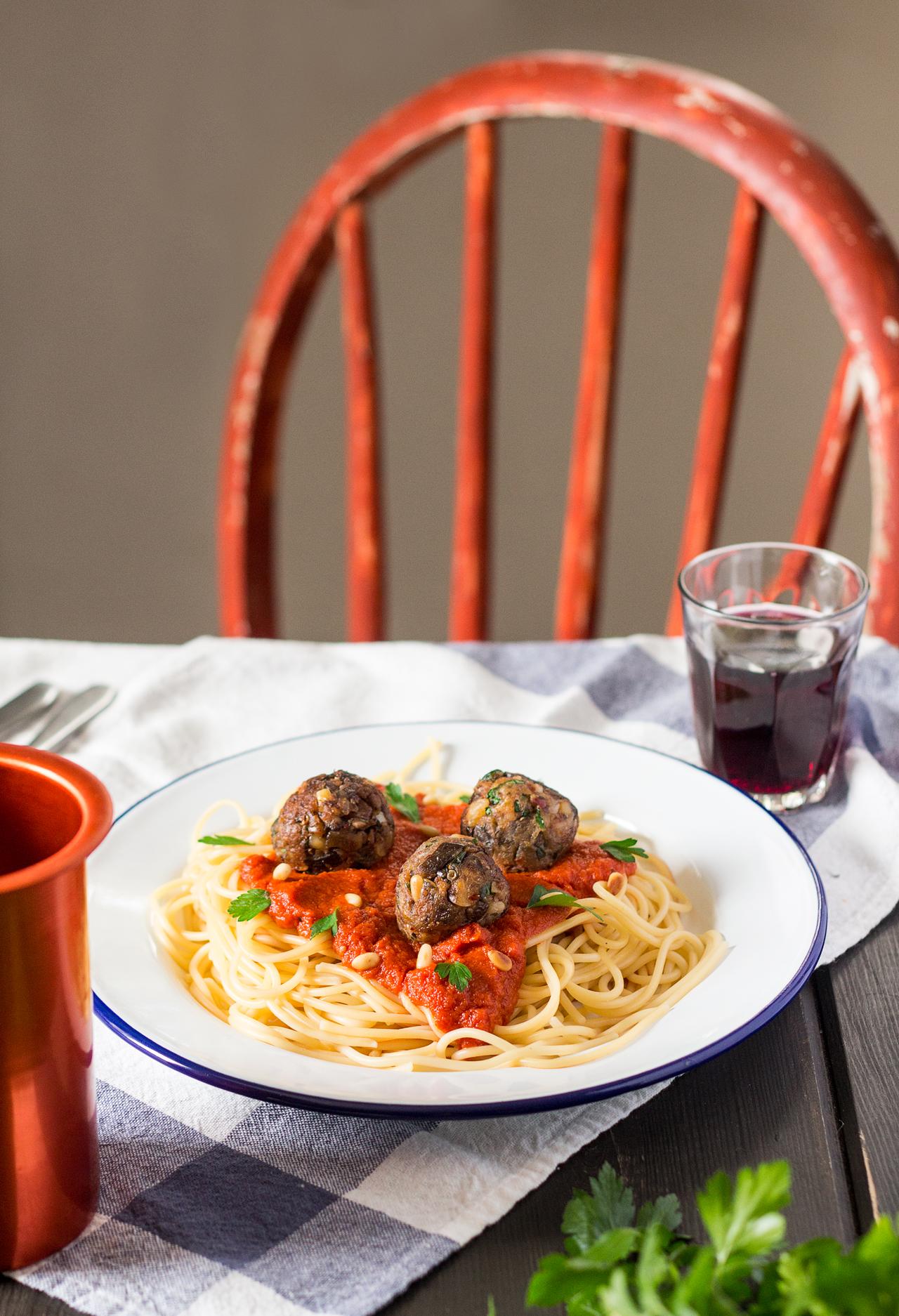 vegan meatballs with spaghetti