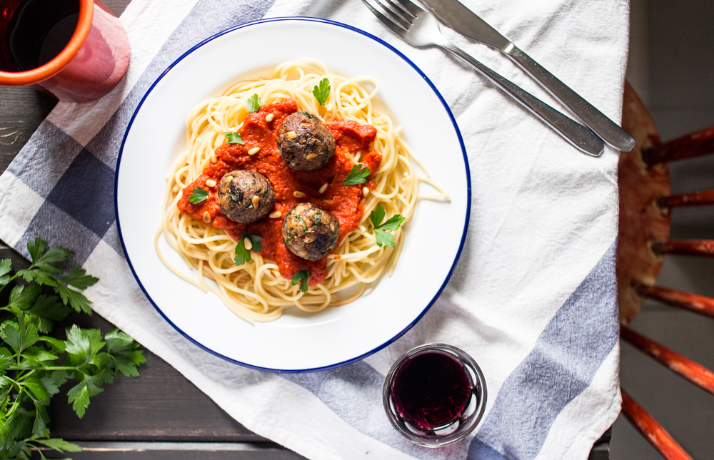 easy vegan meatballs with tomato sauce and spaghetti