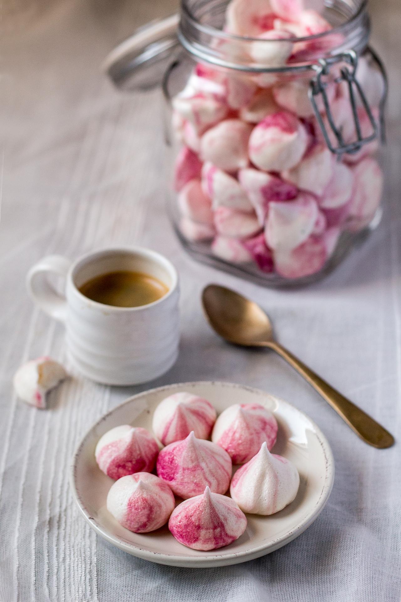 vegan-meringue-kisses-serving-suggestion