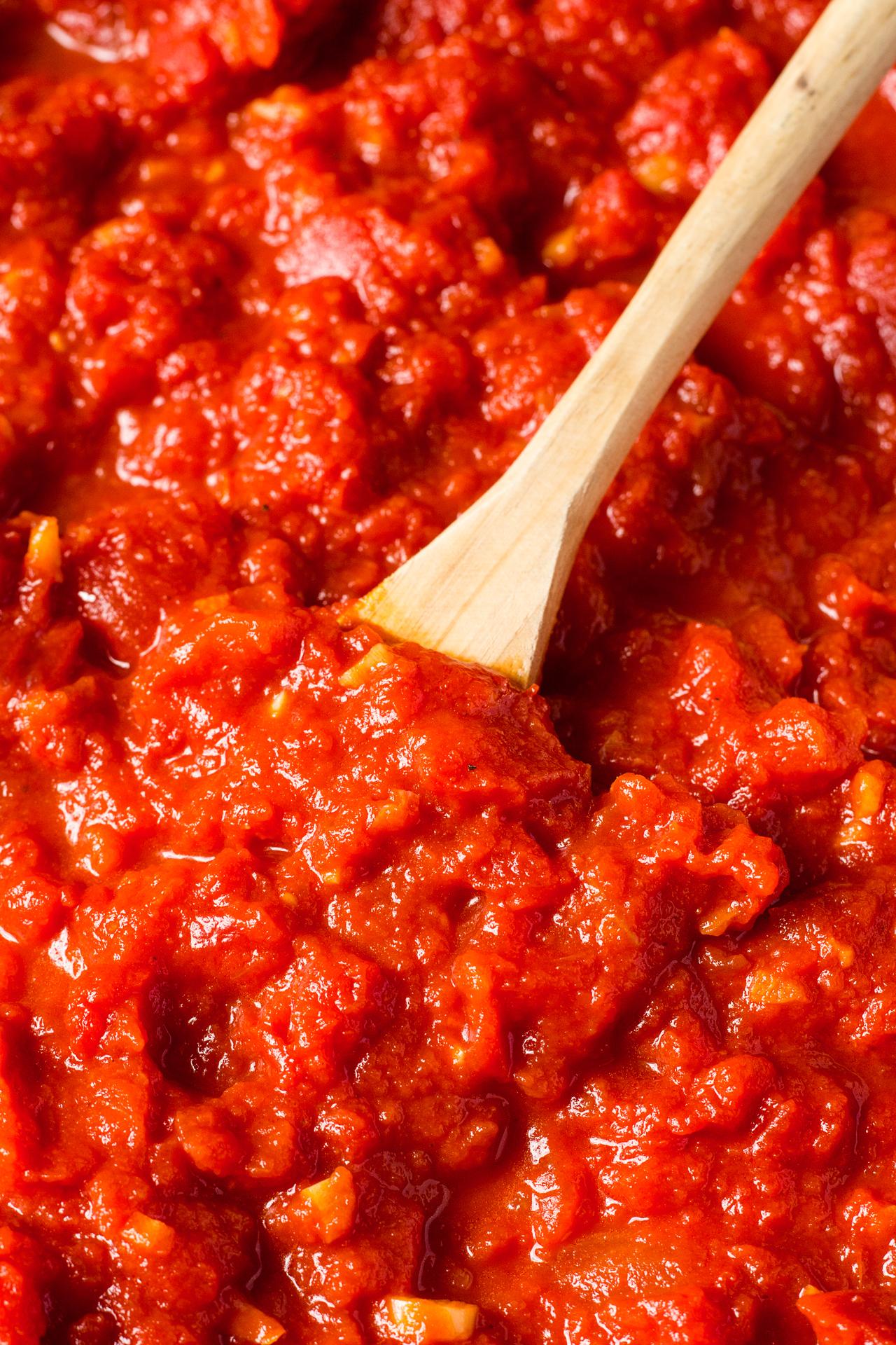 łatwy sos pomidorowy z bliska