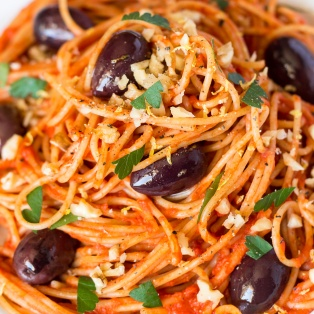 easy tomato sauce pasta close up