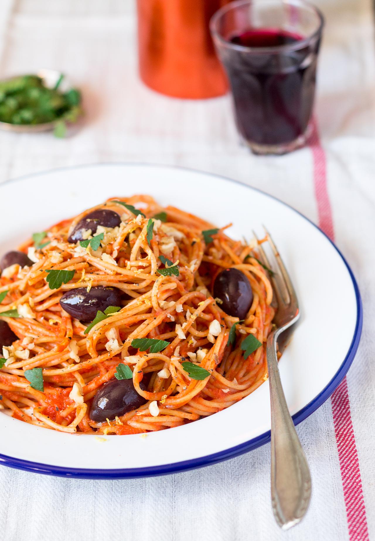 makaron w łatwym sosie pomidorowym