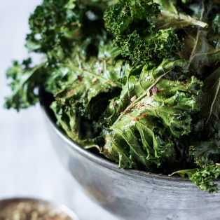 kale chips in a bowl with zaatar