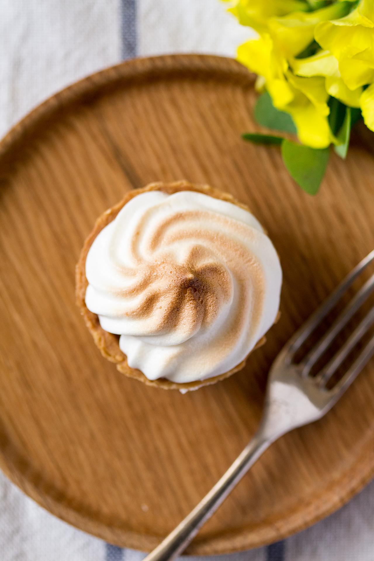 vegan lemon meringue pie top down