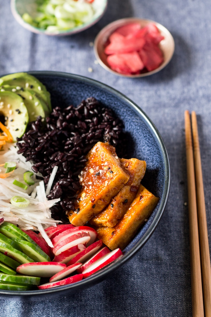 vegan sushi bowl close up