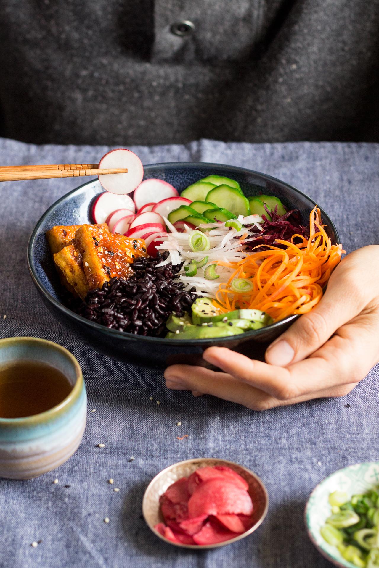 wegańska miseczka sushi porcja