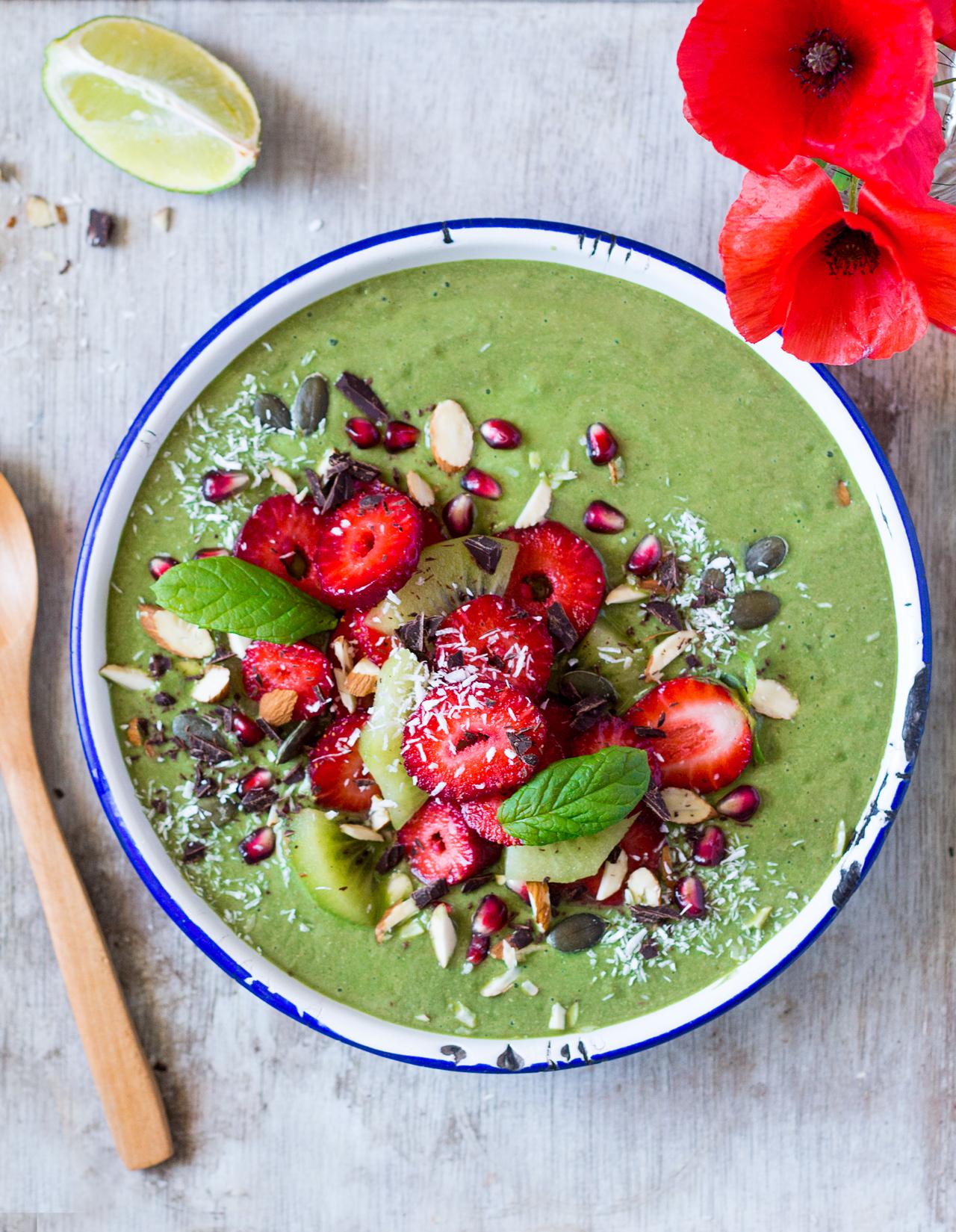 zielona miseczka smoothie porcja