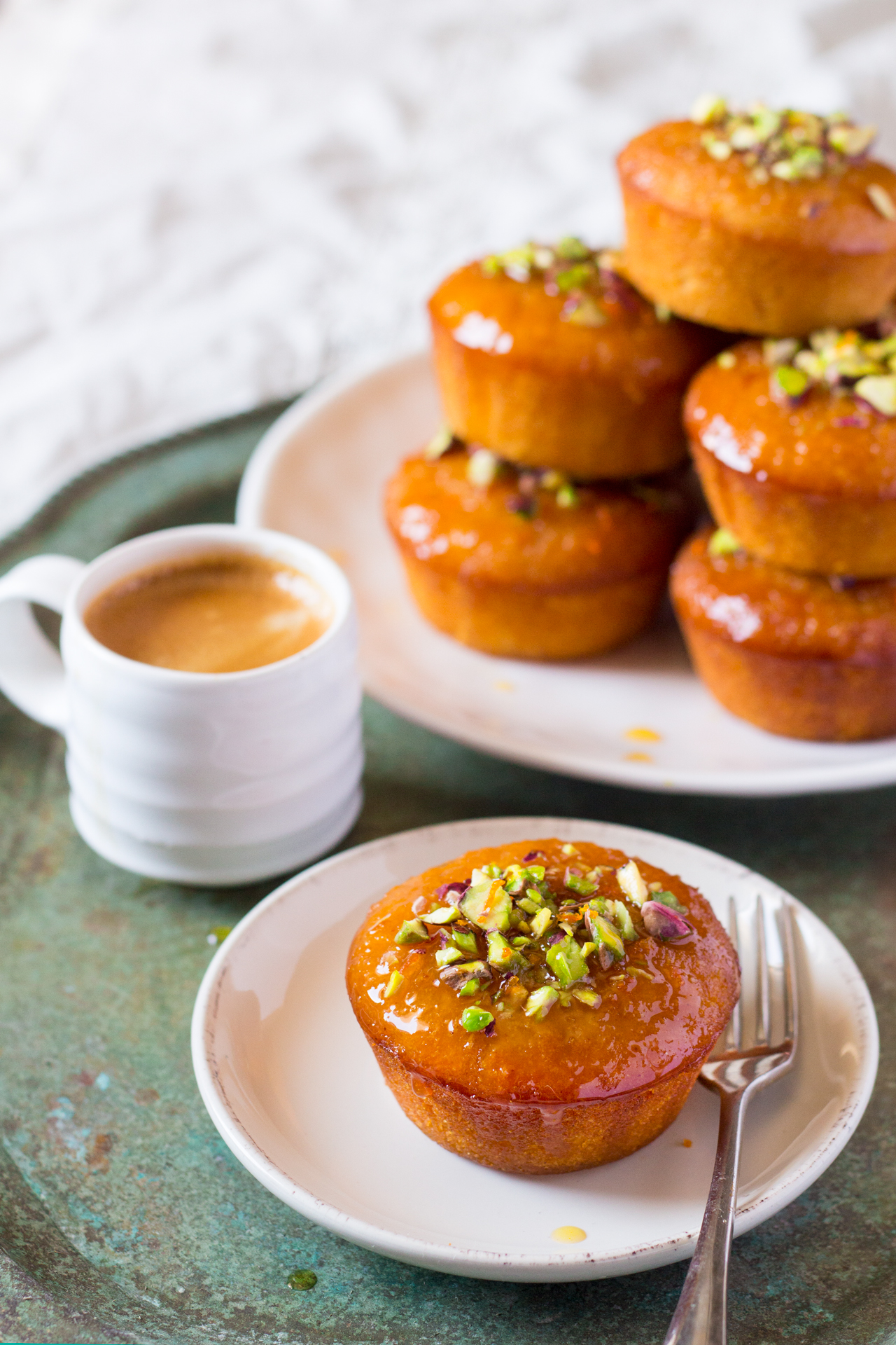 pomarańczowe babeczki z semoliną i kawa