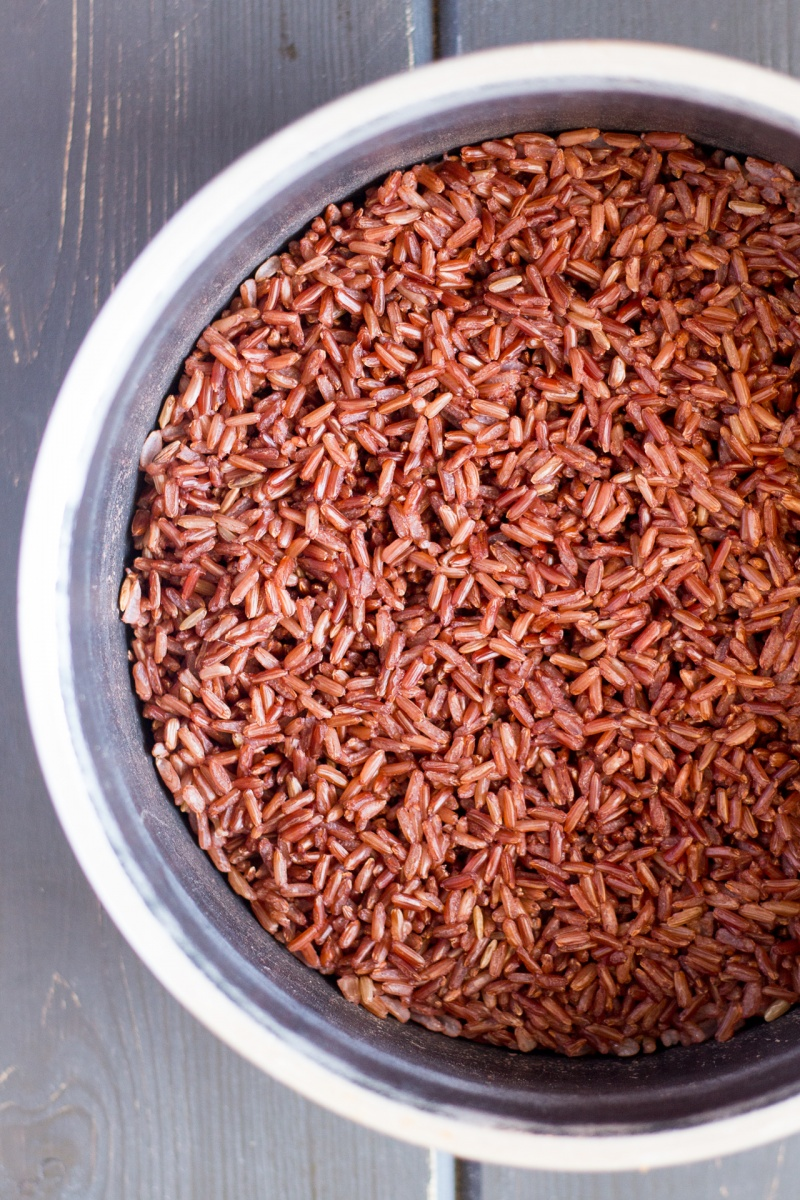 thai red rice after cooking