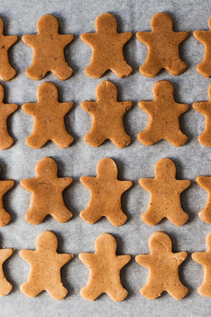 vegan gingerbread men before baking