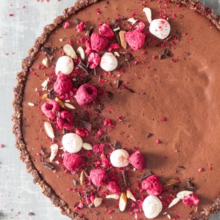 vegan chocolate mousse raspberry tart top down