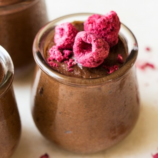 healthy vegan chocolate mousse pot
