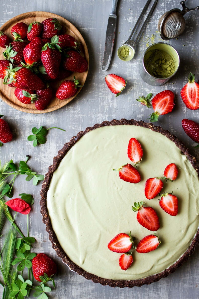 vegan matcha strawberry tart decorating