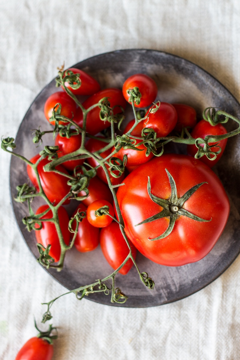 vegan nicoise salad tomatoes