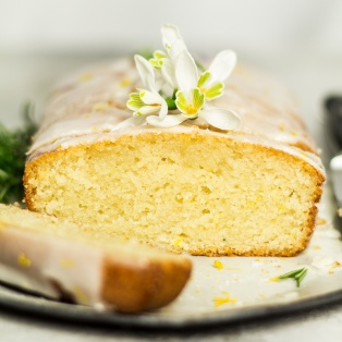 vegan lemon drizzle cake cross section