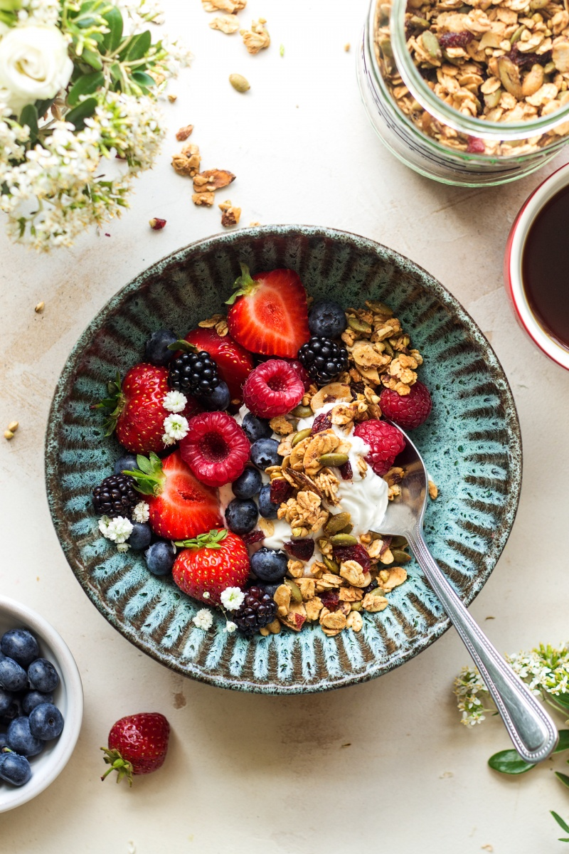 oil-free granola breakfast
