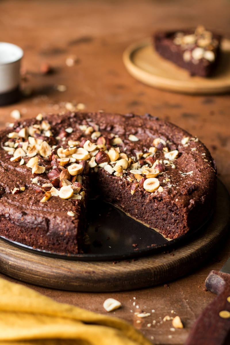 vegan chocolate hazelnut torte side