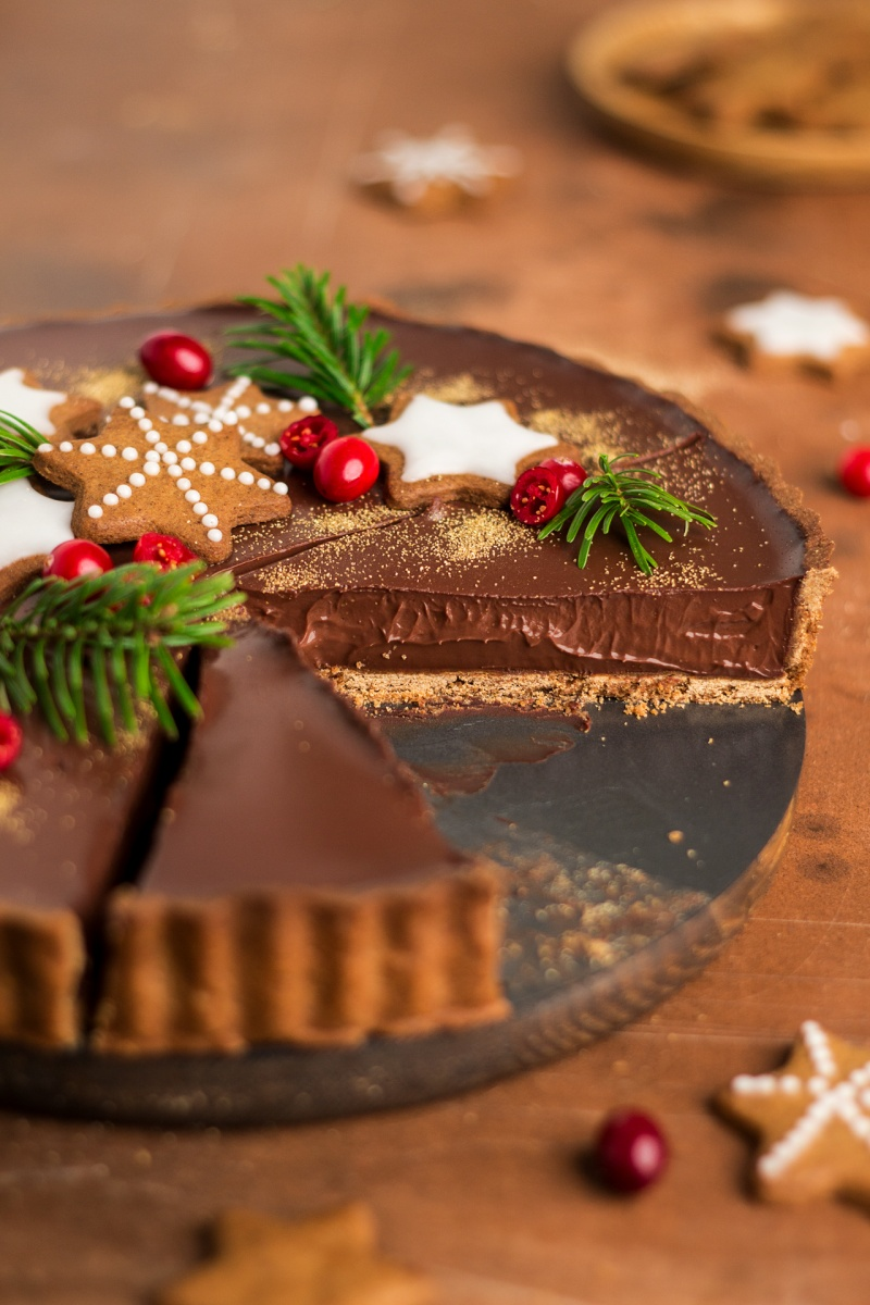 gingerbread amaretto chocolate tart side