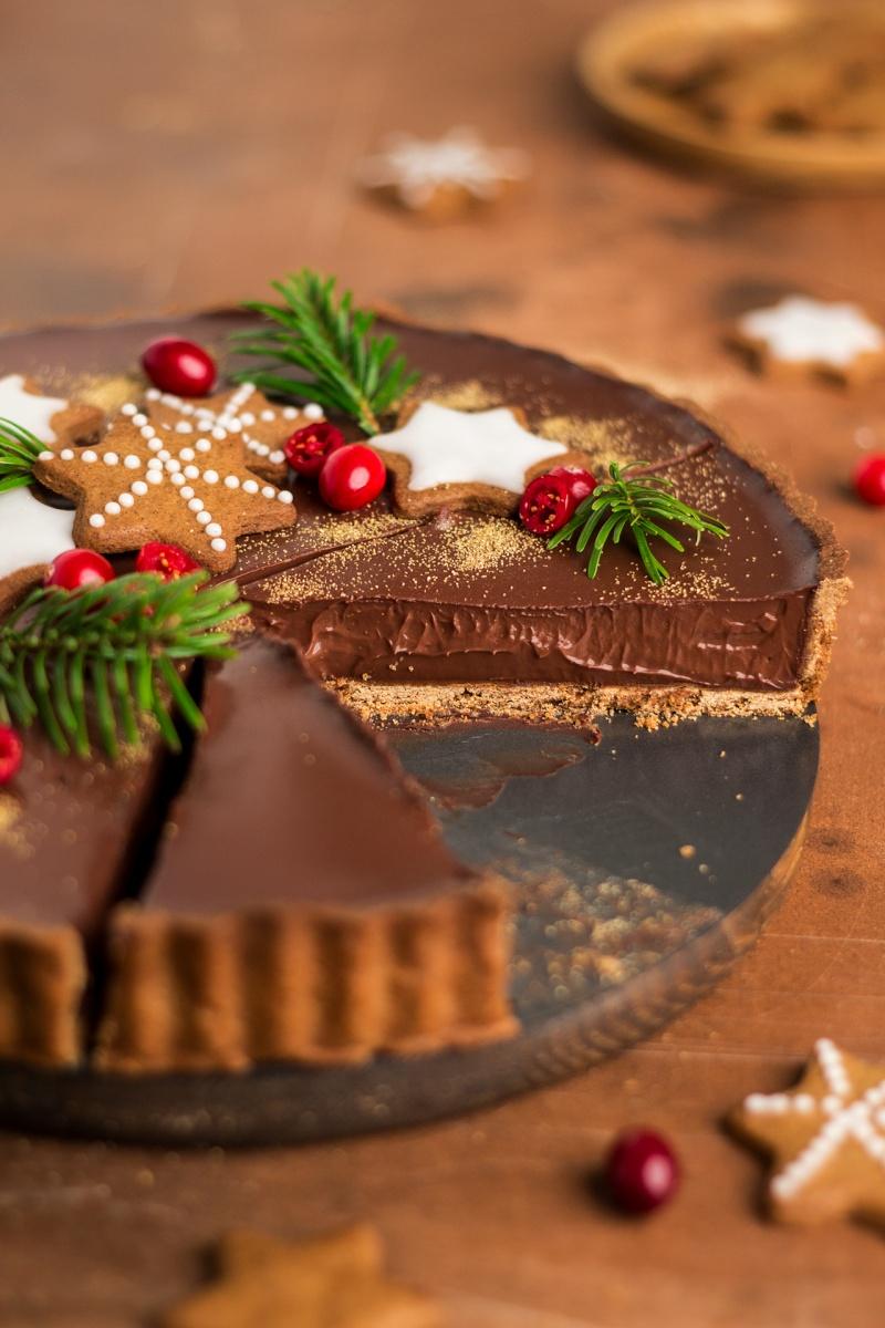 gingerbread amaretto chocolate tart side