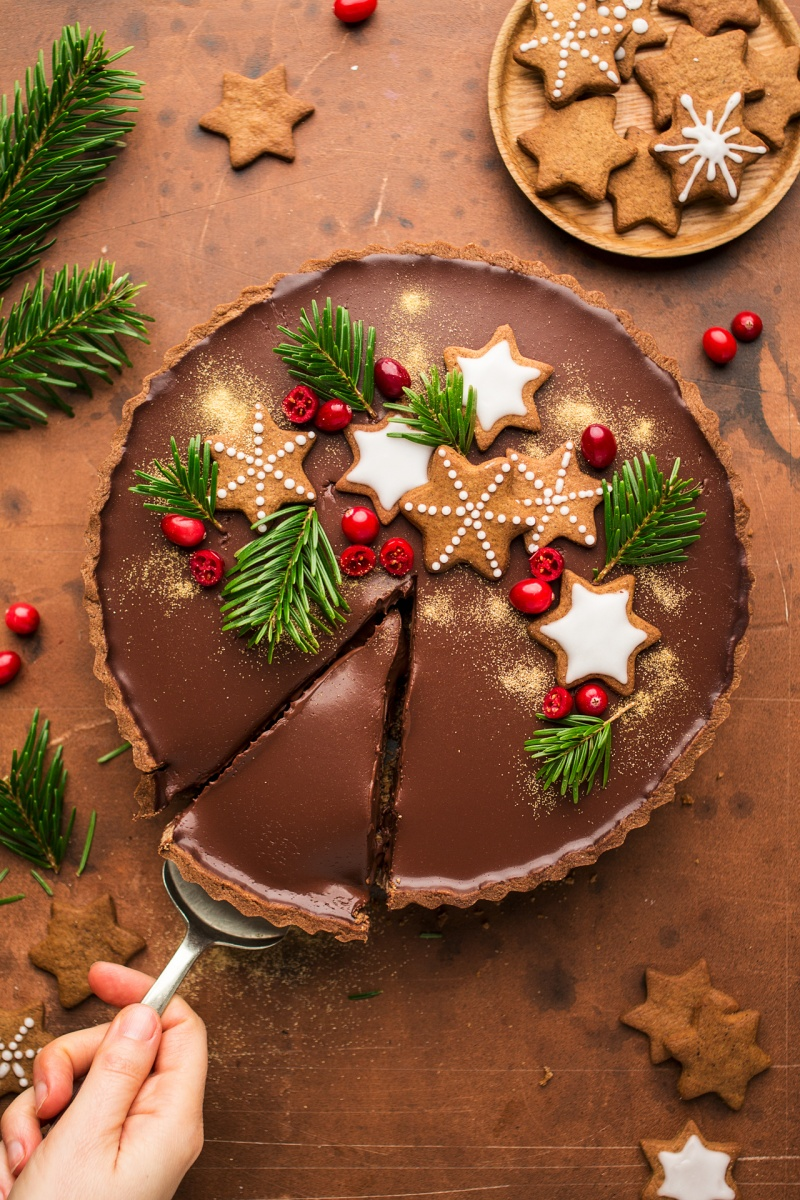 gingerbread amaretto chocolate tart cut