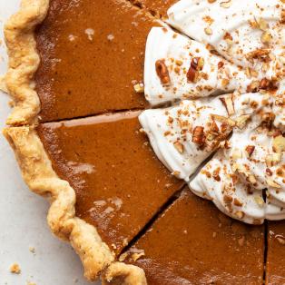 vegan pumpkin pie close