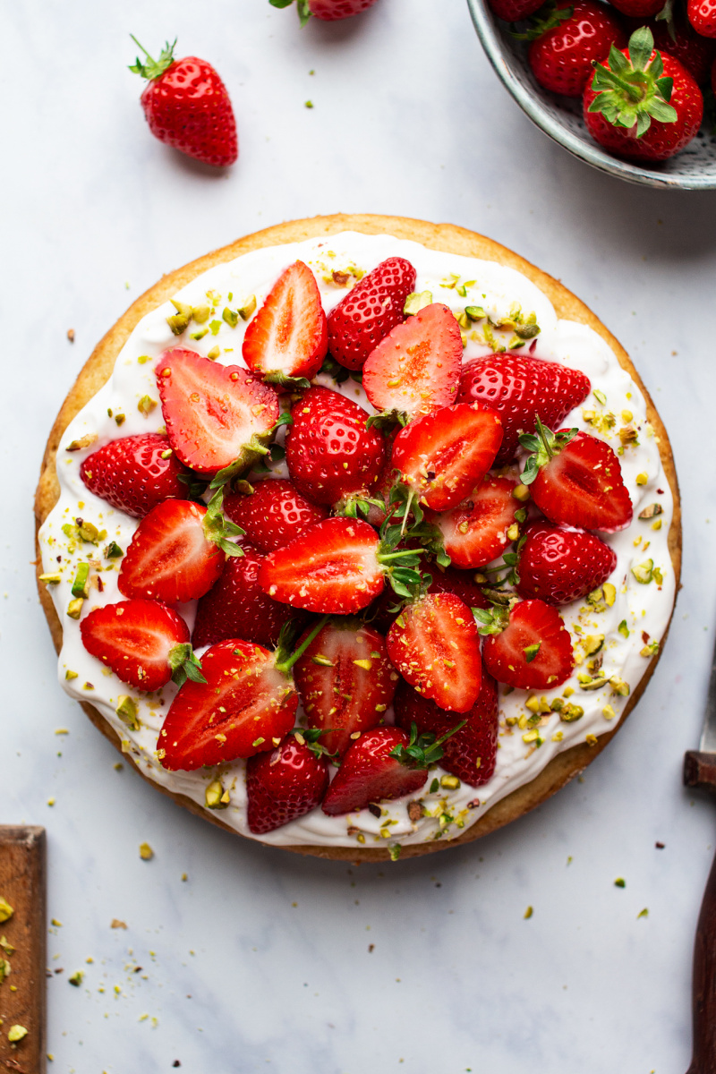 white chocolate vegan sponge strawberries top down
