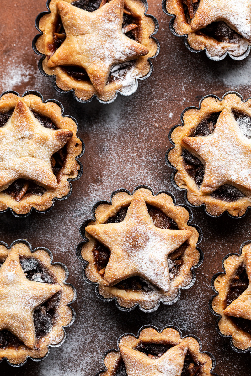 vegan mince pies dusted