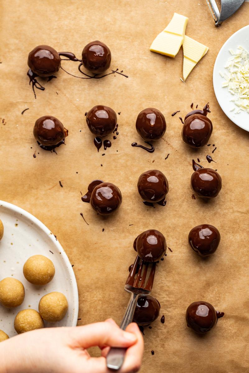 vegan marzipan truffles 5 ingredients coating