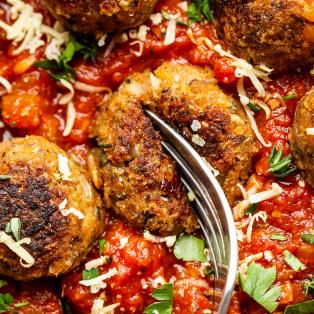 vegan meatballs tomato sauce cut