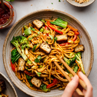 vegan satay noodles bowl chopsticks